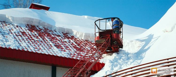 Чистка, уборка снега с крыш домов, гаражей . цена - 15.00 ру.